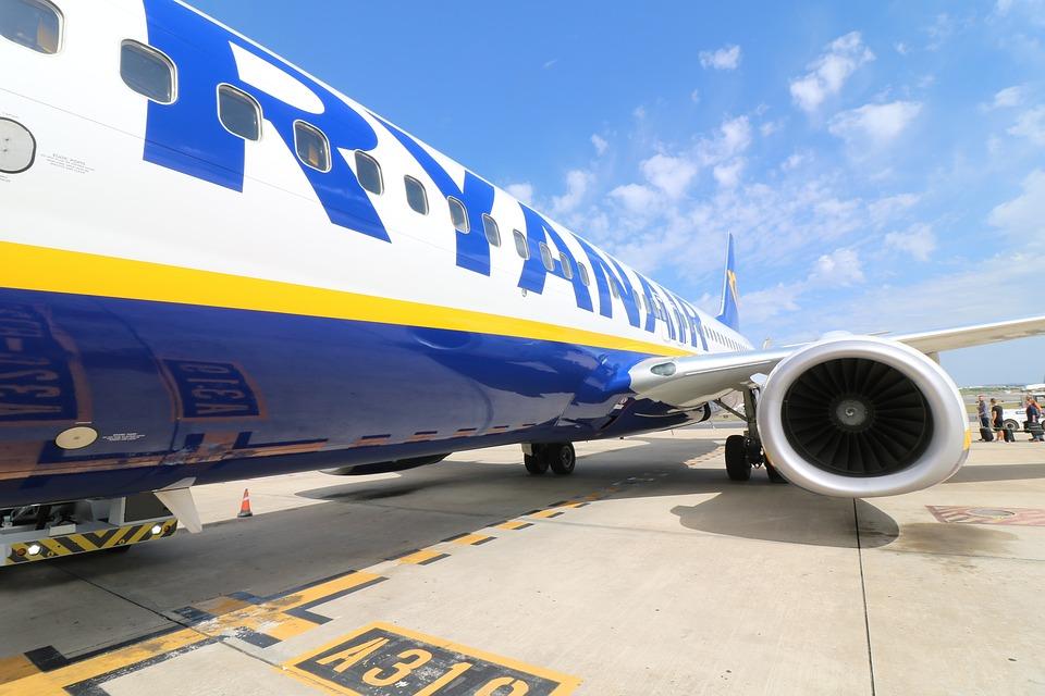A Ryanair sokkol  novembertől már nem lesz ingyenes a nagyméretű  kézipoggyász 1f705c6023